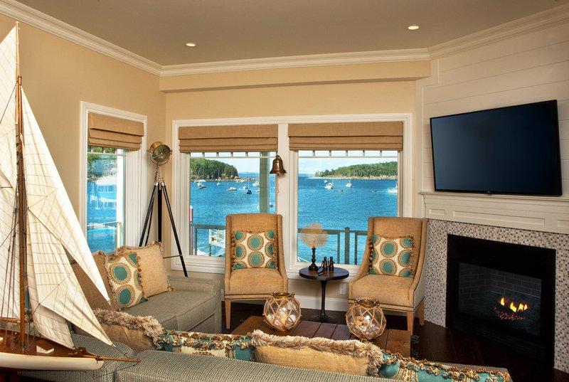 boathouse_suites_living_room_14839_high.jpg