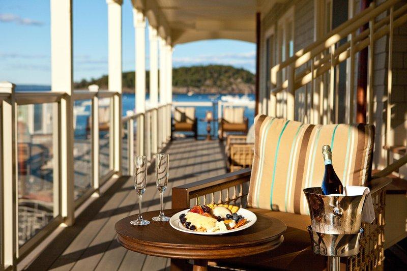 boathouse_suites_roofdeck6_14846_high.jpg