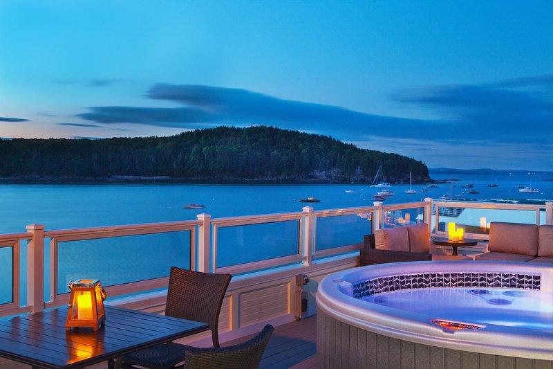 boathouse_suites_roofdeck_14840_high.jpg