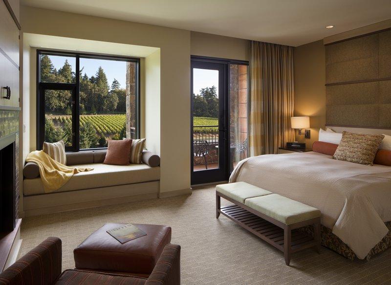 guestroom_-_deluxe_king_01.jpg
