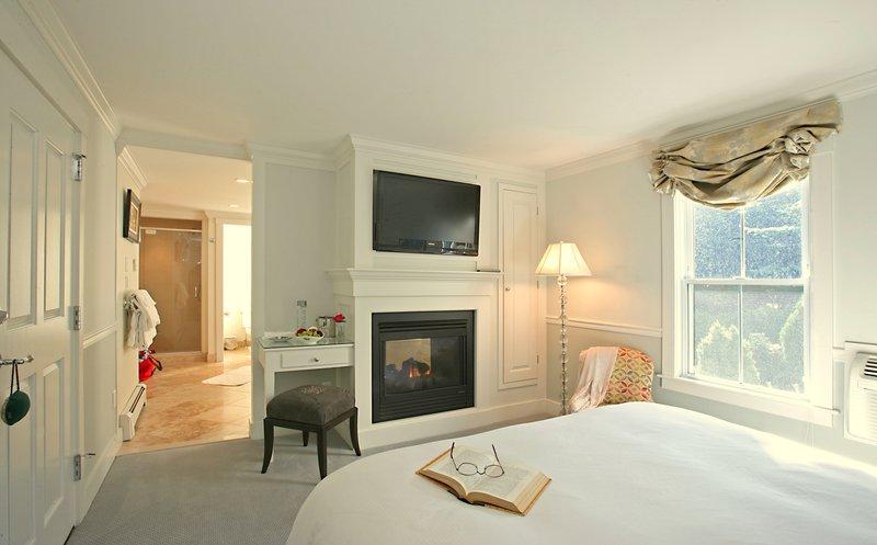 the_white_barn_grace_deluxe_bedroom.jpg