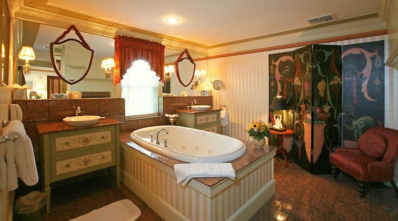 the_white_barn_grace_jnr_suite_bathroom.jpg