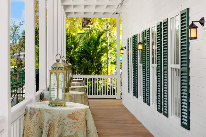 marker-reception-porch.jpg