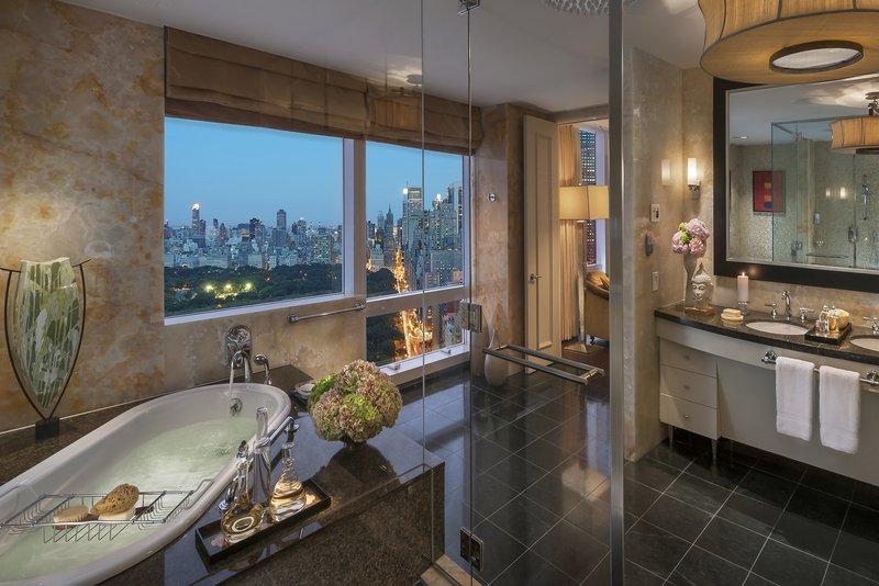 new-york-13-suite-presidential-bathroom-03.jpg