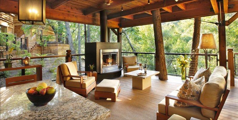 residence_lodge_patio.jpg