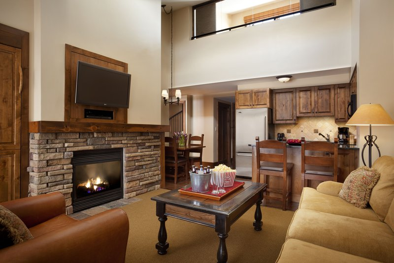 teton_mountain_lodge__spa_bi-level_suite_living_room.jpg