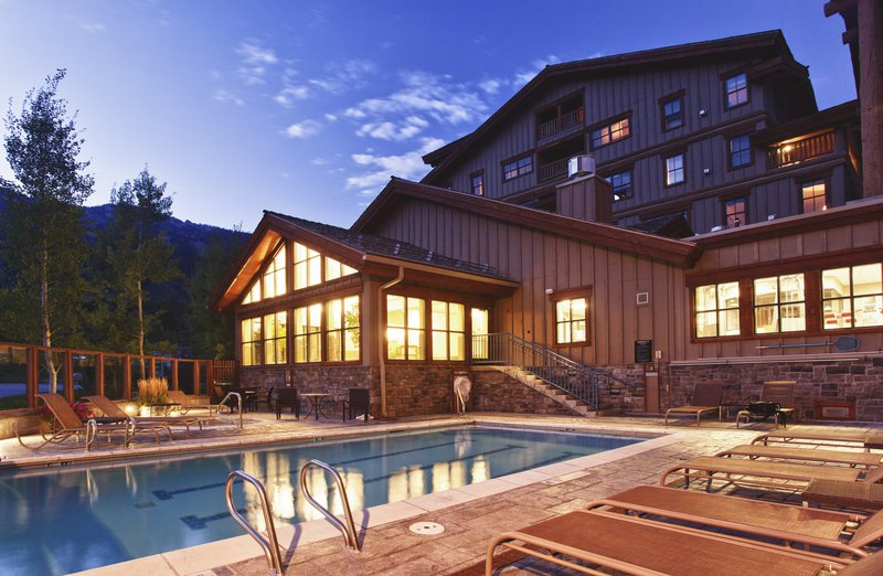 teton_mountain_lodge__spa_outdoor_pool.jpg
