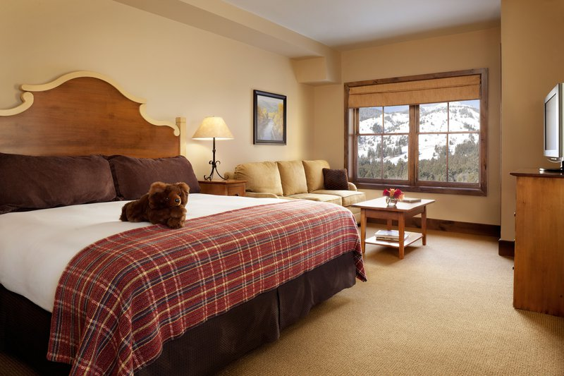 teton_mountain_lodge__spa_two_bedroom_suite_bedroom.jpg