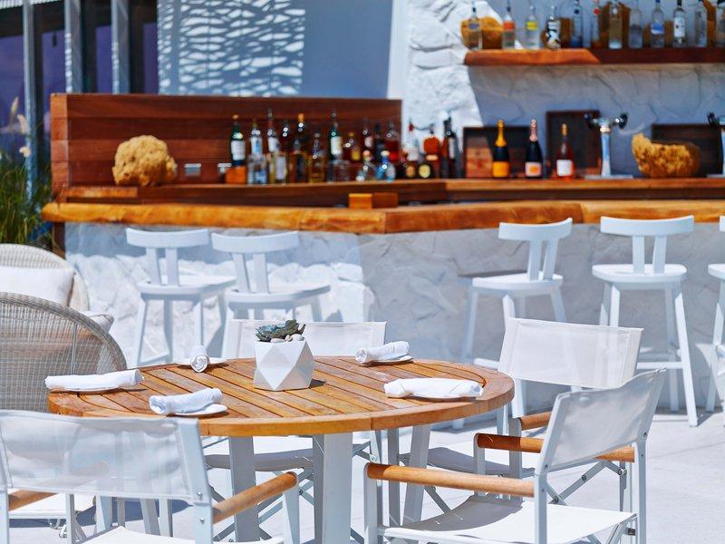 cabana_pool_-_bar.jpg