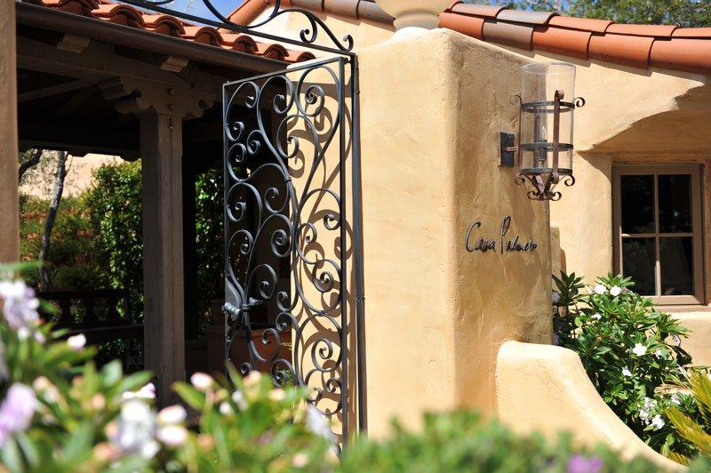accommodations-casa-entrance-christie_spencer_-_copy.jpg