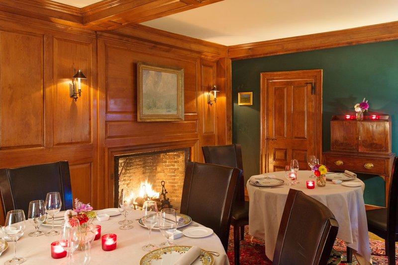 green-room-dining-1-winvian-farm.jpg