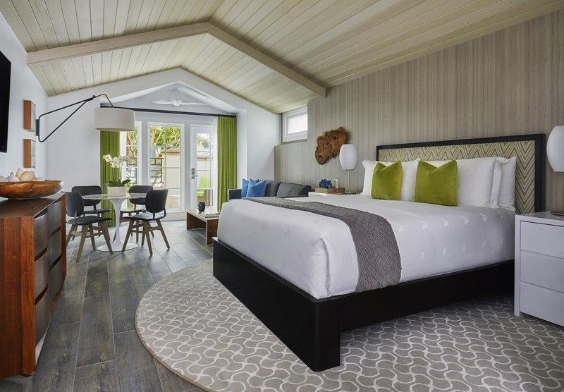 premier_bungalow_living_room_492273_standard.jpg
