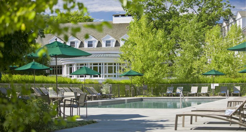 outdoorpoolwoodstockinn2.jpg
