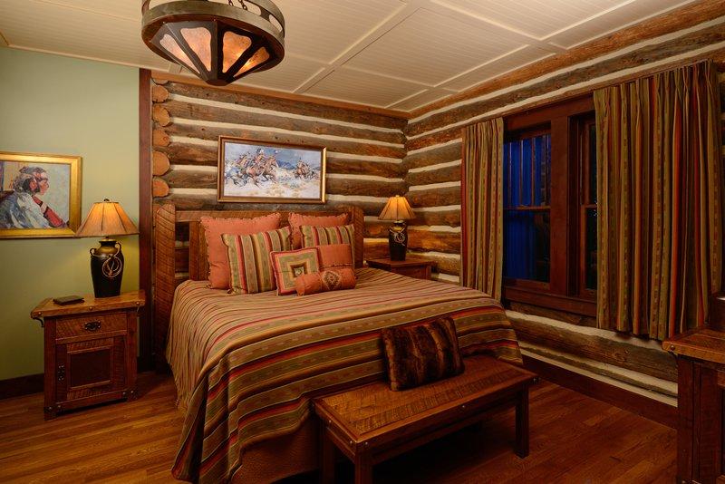 bwe_evr_cabin_pinon_interior_2.jpg