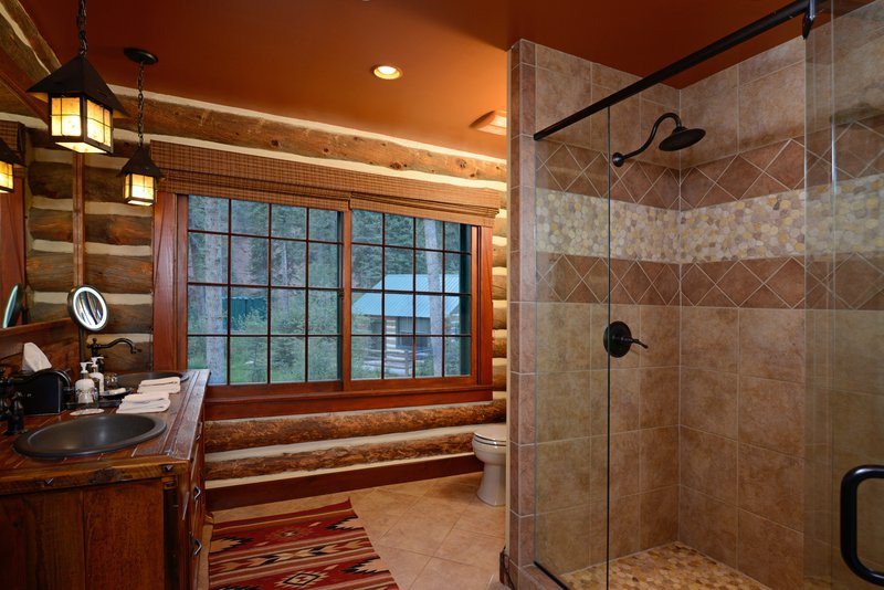 bwe_evr_cabin_pinon_interior_bathroom.jpg