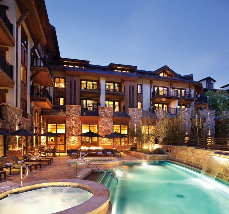 hi_egets_65724313_mountain-view_pool_patio.jpg