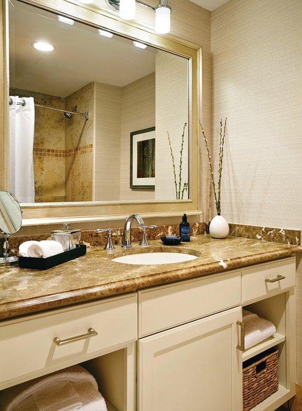 hi_egets_81864391_guestroom_bath.jpg