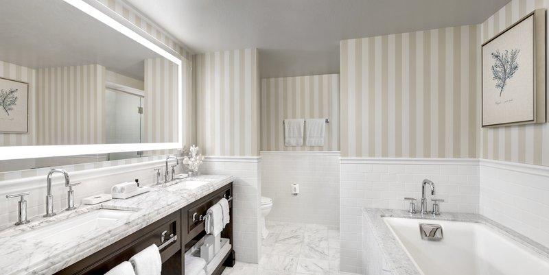 lauberge_pacificsuite_bathroom.jpg