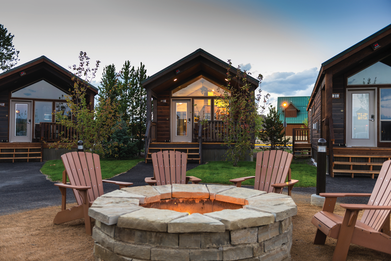 yellowstone-explorer-cabins-firepit-2.png