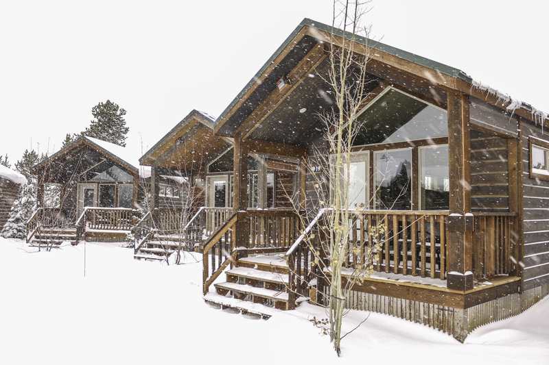 yellowstone-explorer-cabins-snow-storm.png