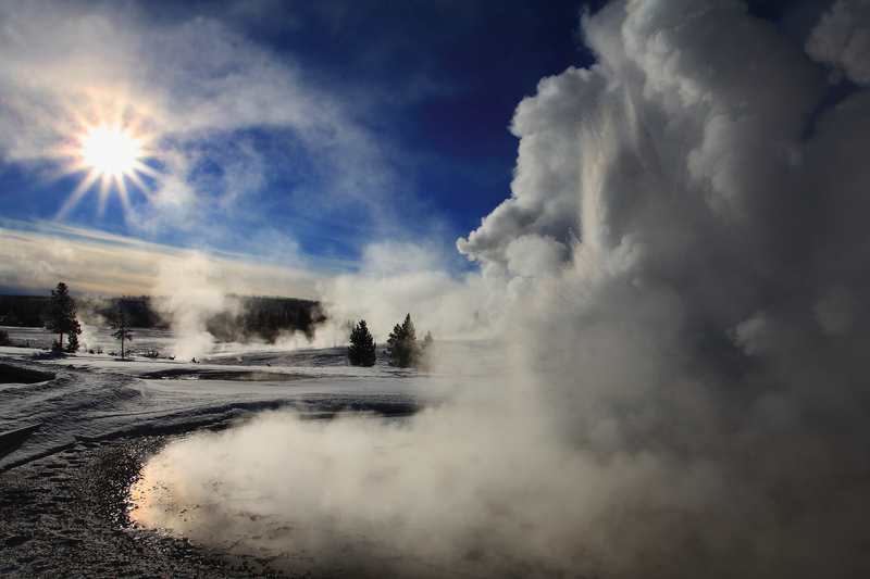 yellowstone-winter-sawmill-geyser.png