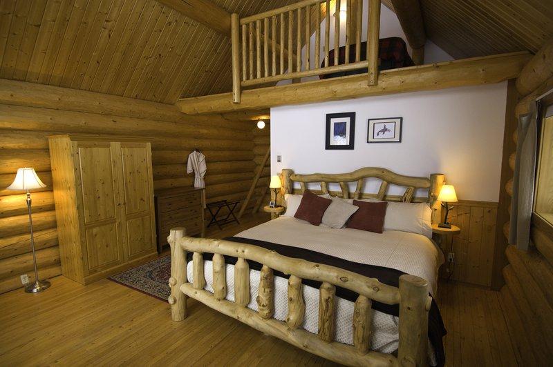 tweedsmuir_park_lodge_grizzly_cabin_photo_eric_berger.jpg