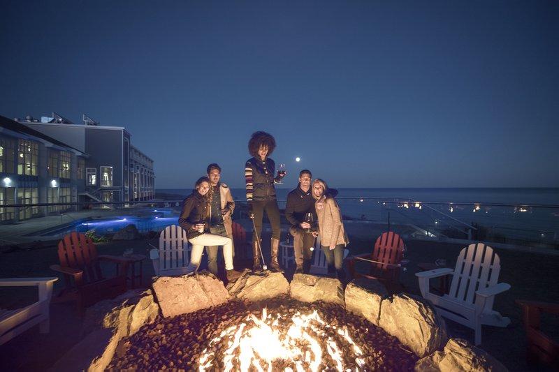 cliff_house_exterior_firepit_friends.jpg