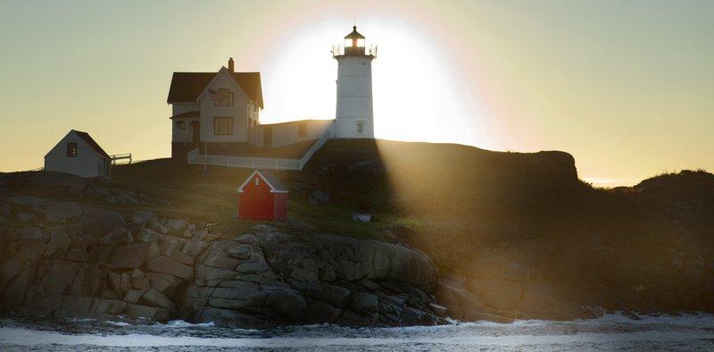 cliff_house_grounds_lighthouse.jpg