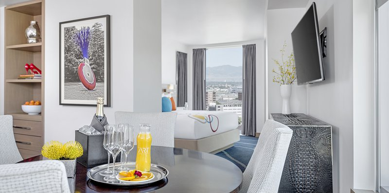 hi_denmh_68898005_full_mountain_view_suite_bedroom.jpg
