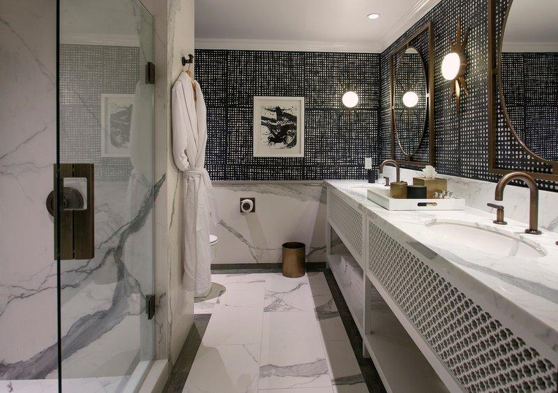 hi_sbahc_81579129_09_-_suite_bathroom.jpg