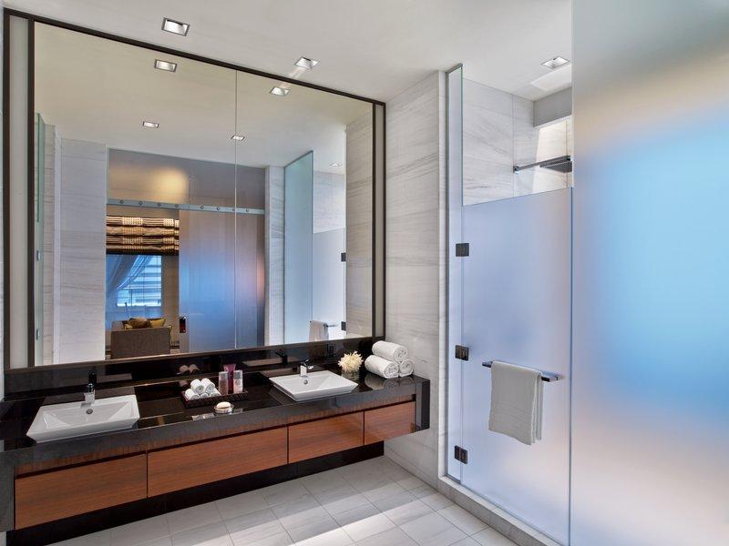 p_daljd_62053341_penthouse_1151_master_bath.jpg