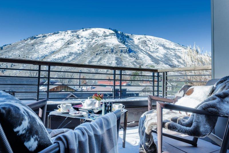 miller-suite-deck-winter.jpg