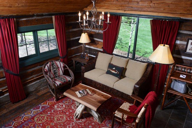 bwe_fishingcamp_cabin_interior_livingroom.jpg