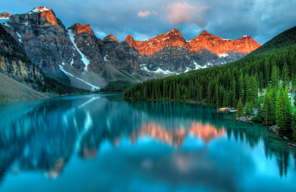 Full-Day Sightseeing Lake Louise & Emerald Lake