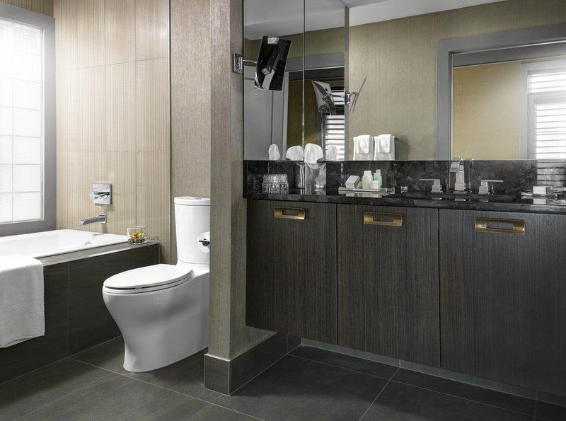 bathroom_-_luxury_suite.jpg