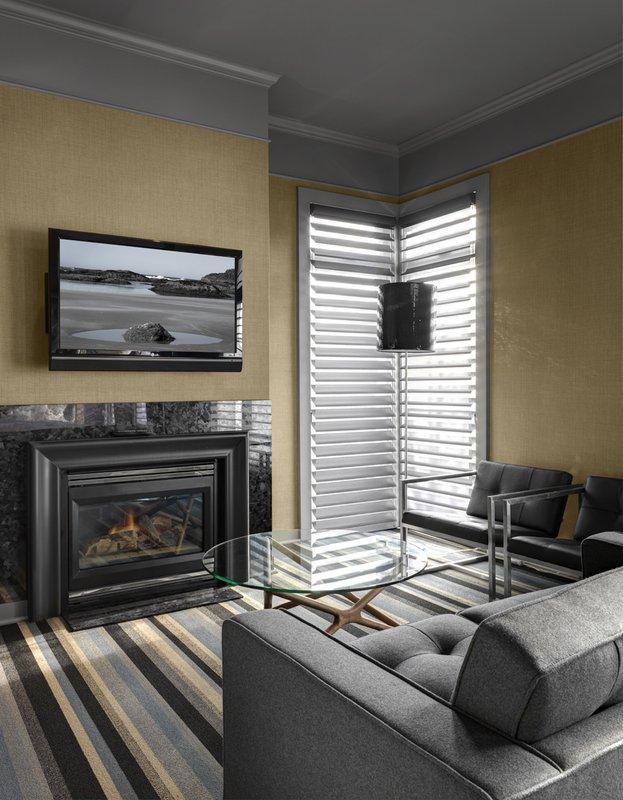 luxury_suite_sitting_area.jpg