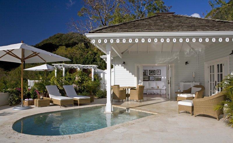 grand_luxury_villa_pool__patio.jpg