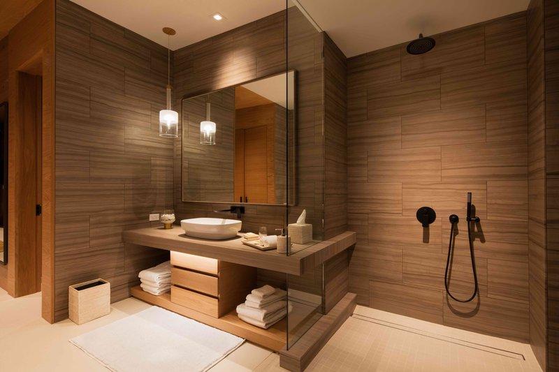 earth_suite_bathroom.jpg