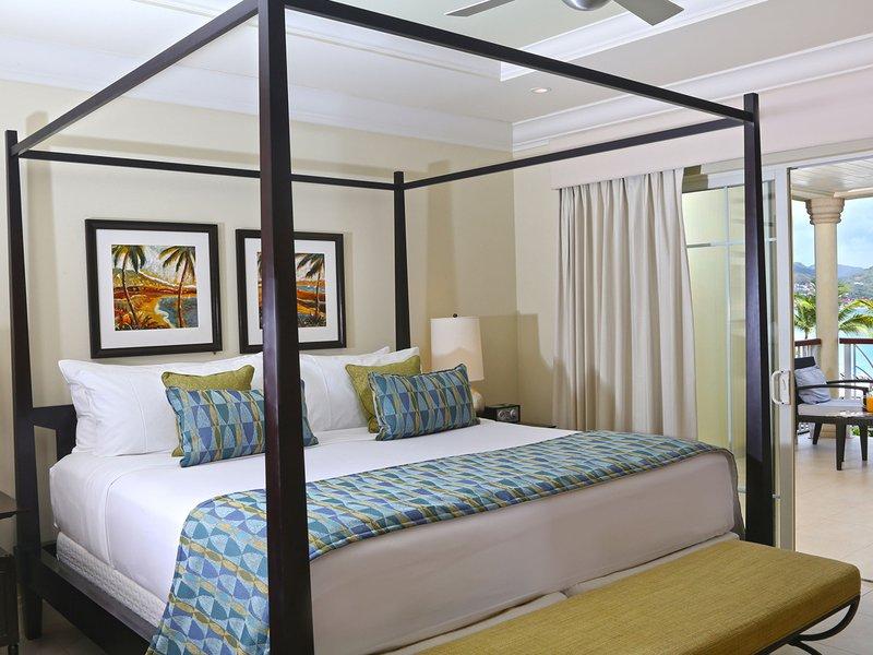 high-res-ocean_view_bedroom.jpeg