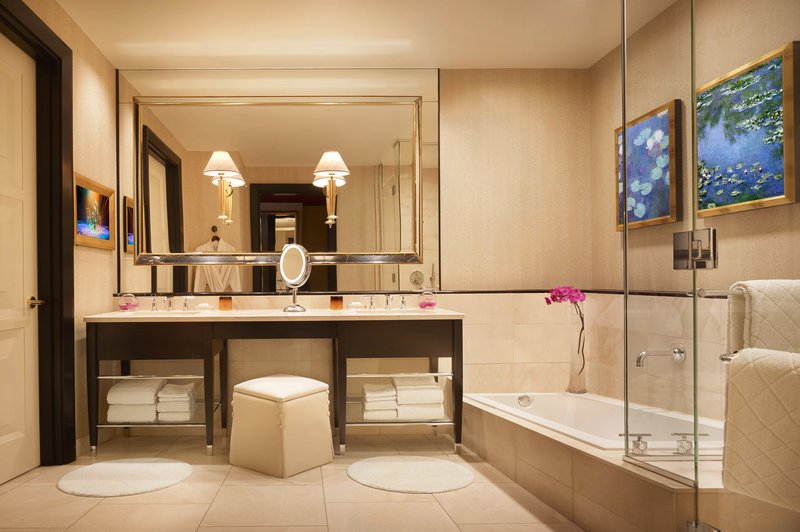 encore-panoramic_suite_bathroom-barbara_kraft.jpg