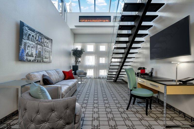 suites_-_sky_loft_suite_salon.jpg
