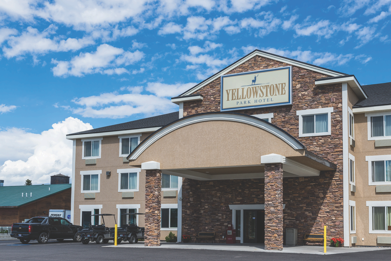 yellowstone-park-hotel-exterior-3.png