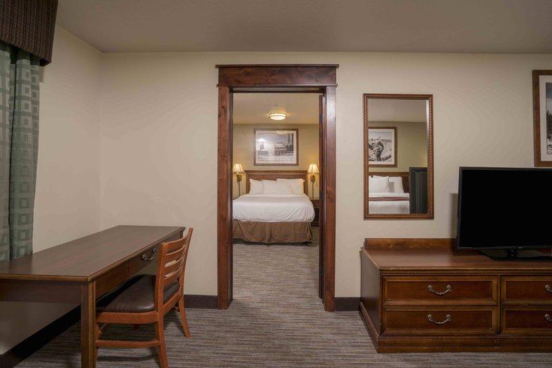 yph_junior_suite_king_queen_bedroom.jpg