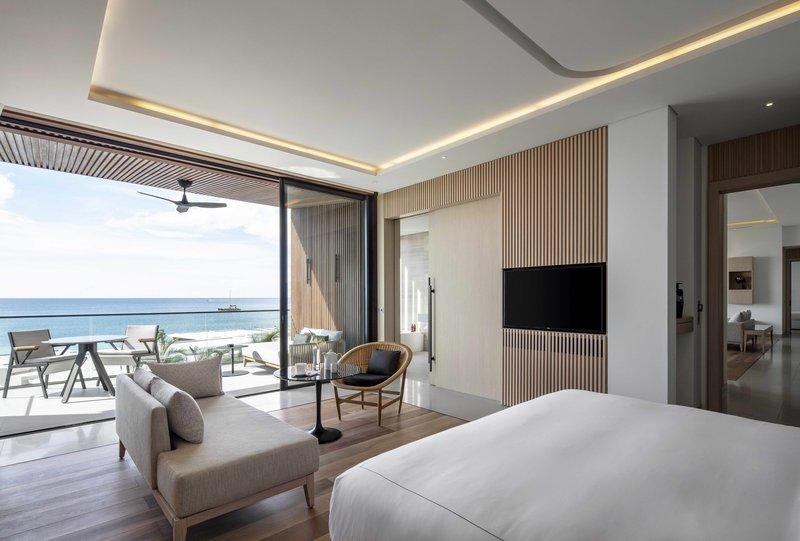 penthouse_suite_master_bedroom.jpg