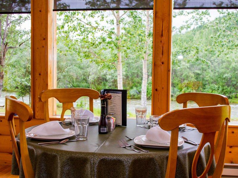 kantishna_roadhouse-dining-room.jpg