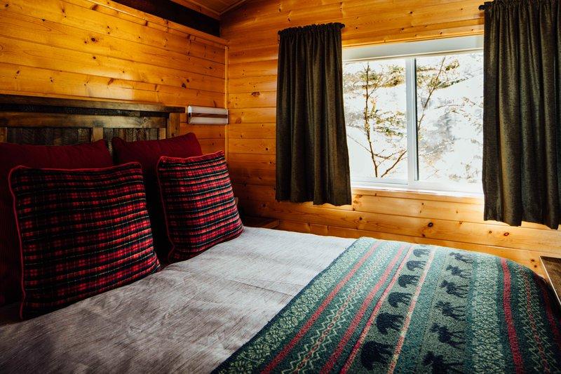 guest_cabin_interior_2e1a2242.jpg