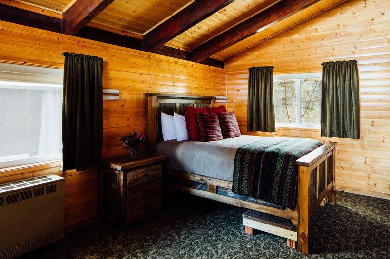 guest_cabin_interior_2e1a2244edit.jpg