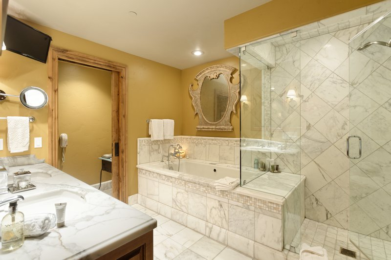 arrabellechalet-7-bathroom.jpg
