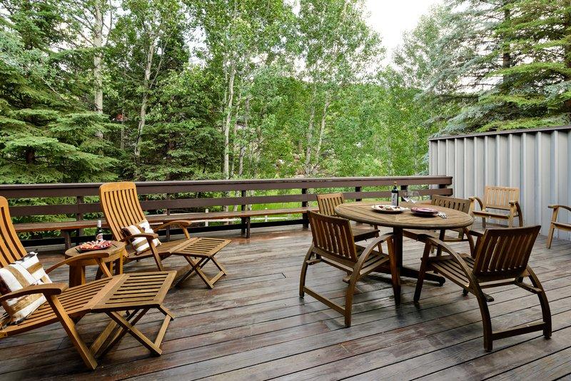 avanti-19-outdoor-dining.jpg