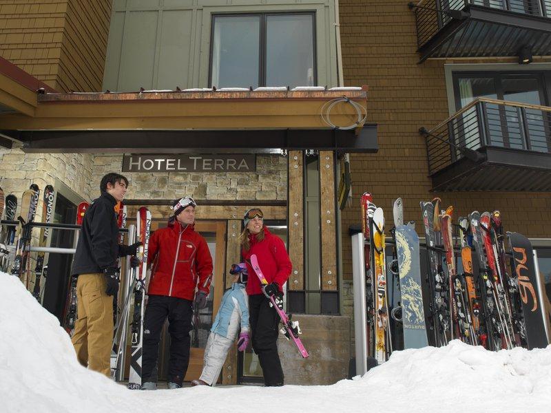 hotel_terra_ski_valet.jpg